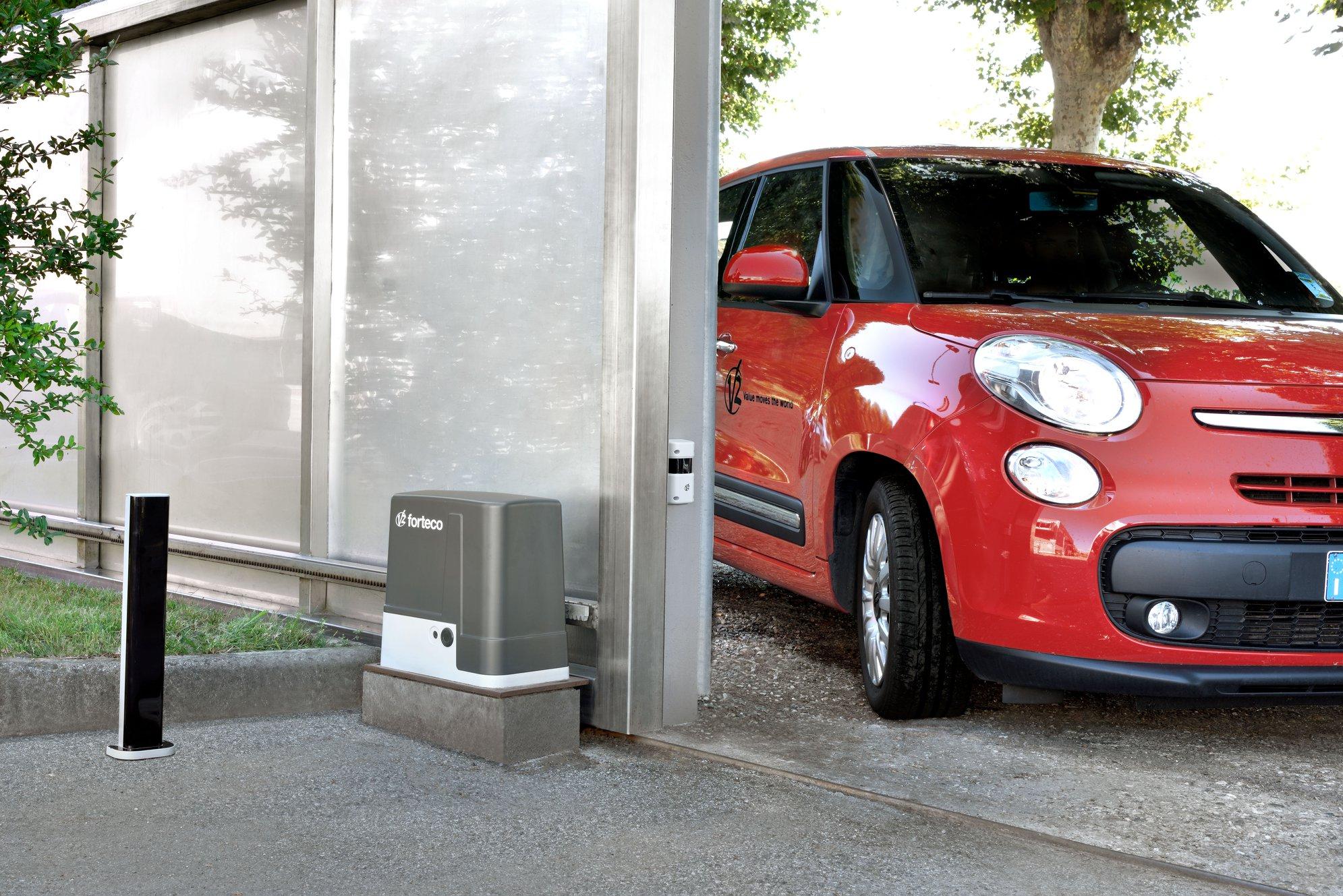 Cổng trượt tự động V2 AYROS dễ dàng di chuyển xe vào nhà