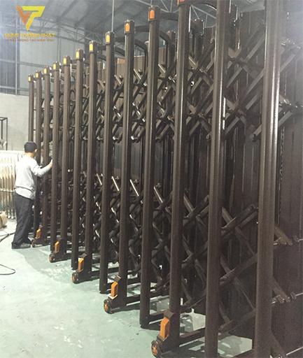 Cổng xếp nhôm cỡ lớn