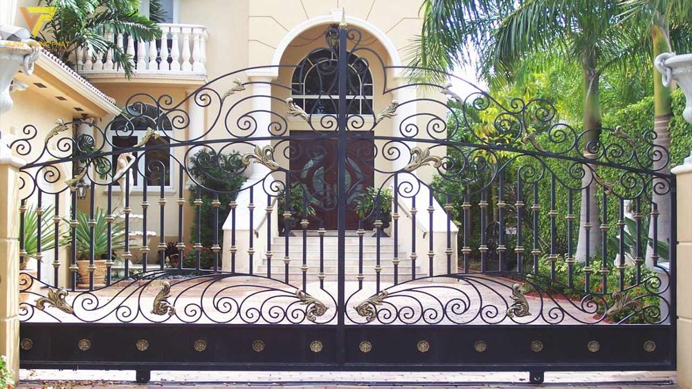 Ngôi nhà và cổng