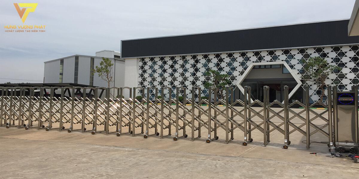 Lắp đặt cổng xếp inox cho Công ty thép định hình việt trì