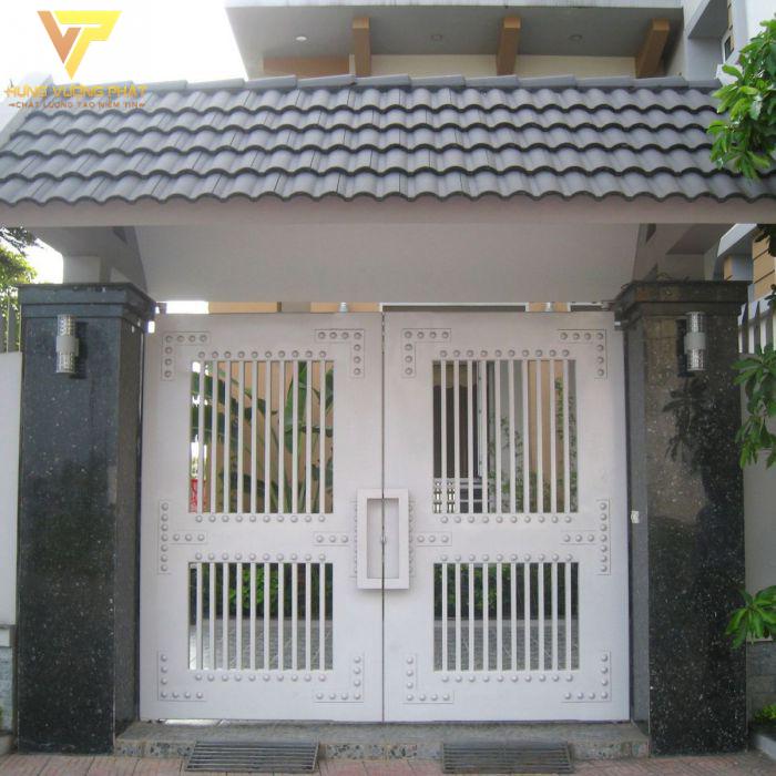 Cổng màu trắng