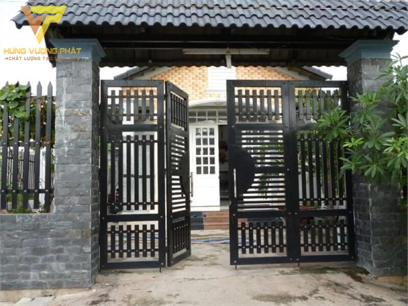 Cổng trước cửa nhà