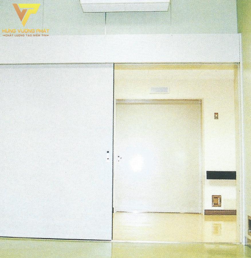 Cánh cửa màu trắng