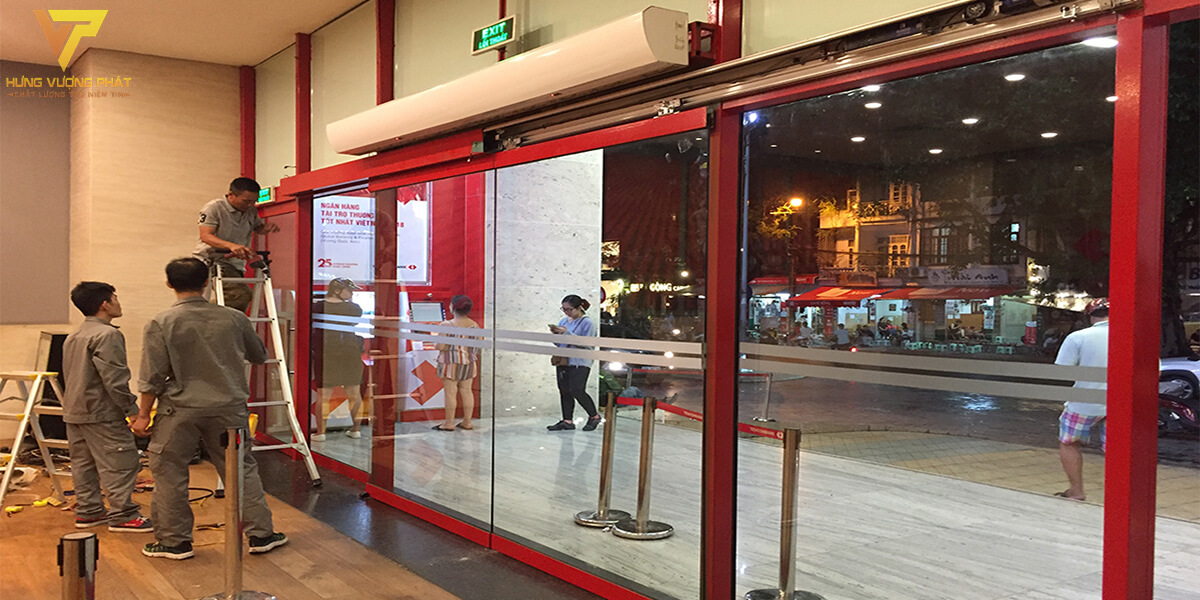 Lắp cửa tự động ngân hàng Techcombank 191 Bà Triệu