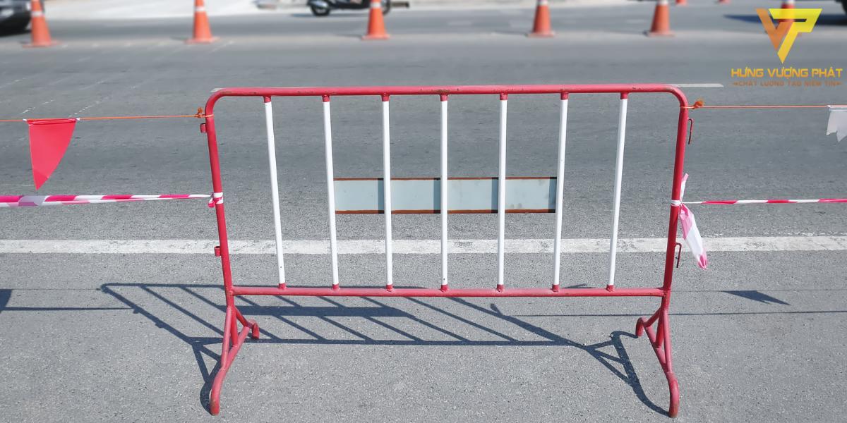 Các hàng rào có thể được phủ lớp sơn tĩnh điện ở ngoài