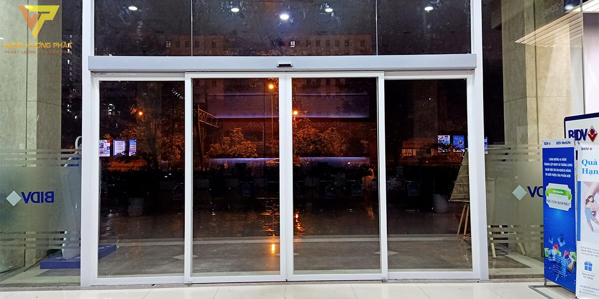 Lắp cửa Ngân hàng BIDV Số 3 Phạm Hùng